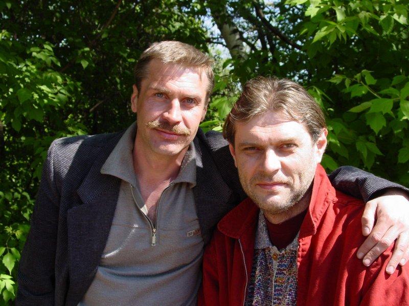 Слева - Леша Белов, справа - Андрей Сенаторский, самый высокий (208 см) на нашем потоке